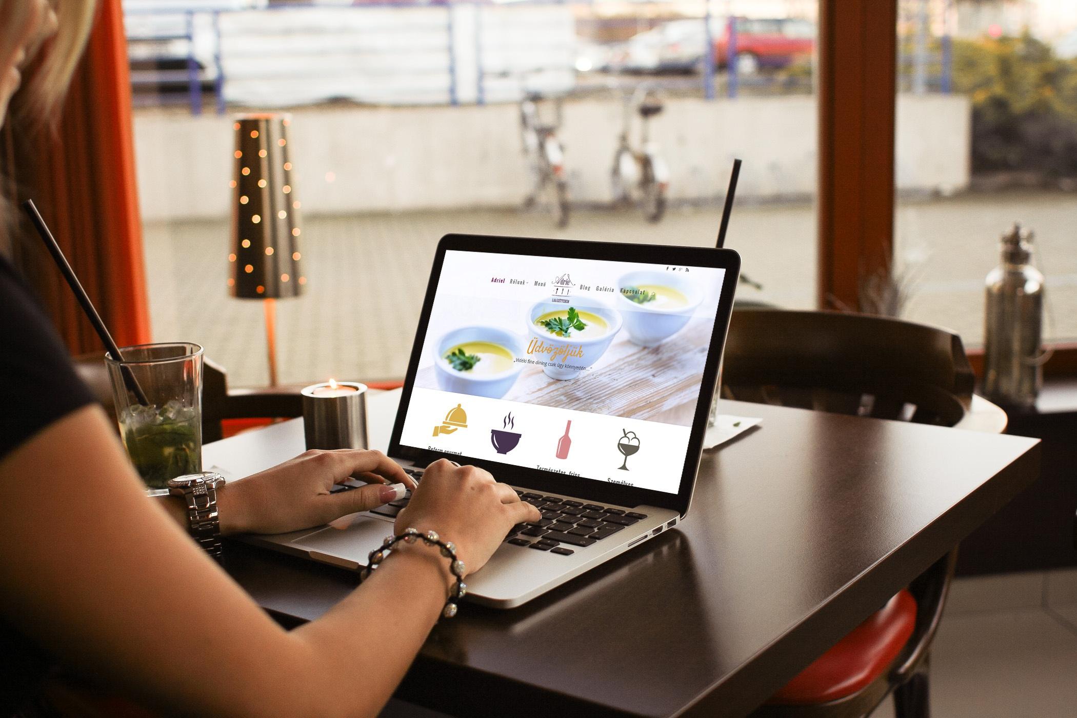 Reszponzív weboldal laptopon, Adriel lakásétterem